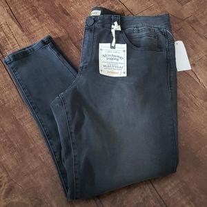 NWT Black Democracy Jegging Jeans Size 16